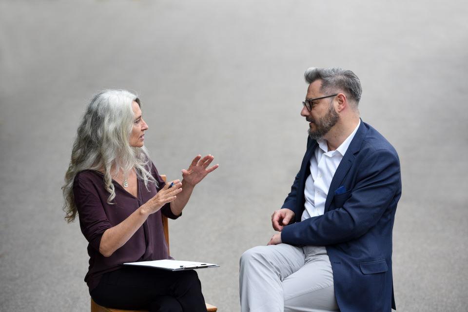 Iris Middelhove im Coaching-Gespräch mit einem Kunden | Stressreduktion - Stressbewältigung