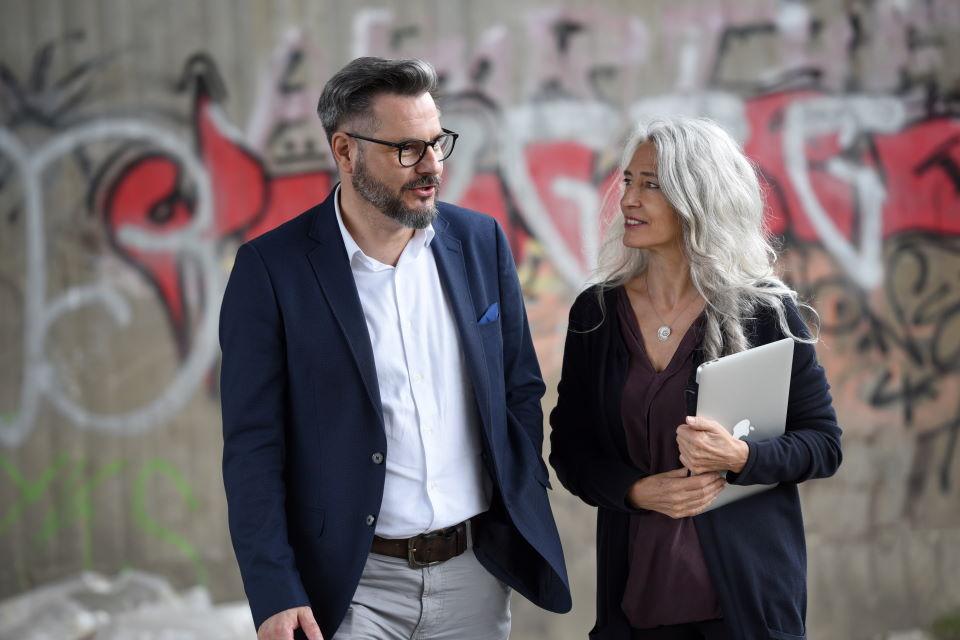 Iris Middelhove coacht eine männliche Führungskraft